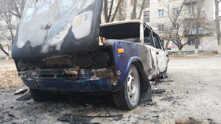 «Полыхнула как спичка»: в Волгограде дотла сгорела «шестёрка»
