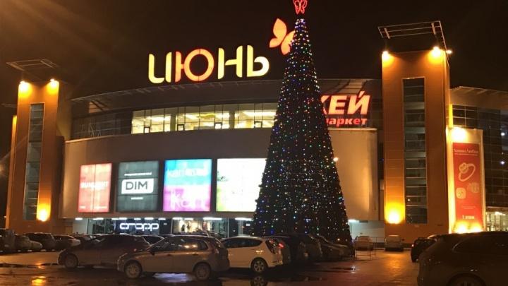 В Уфе в эти выходные установили первую новогоднюю ель