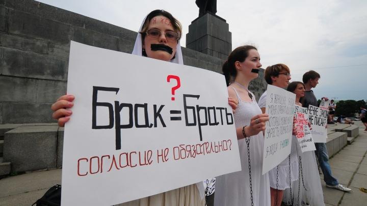 Бабы со стальными яйцами: кто такие российские феминистки и почему их боятся мужчины