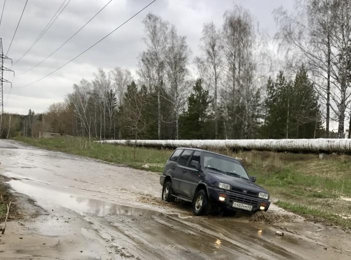 Каждый раз после дождя дорога превращается в грязное месиво