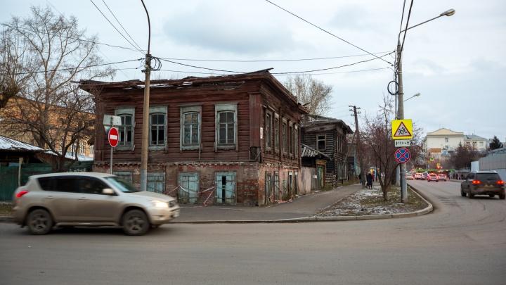 Сгоревшие деревянные усадьбы у «Локомотива» сносят под многоэтажный дом