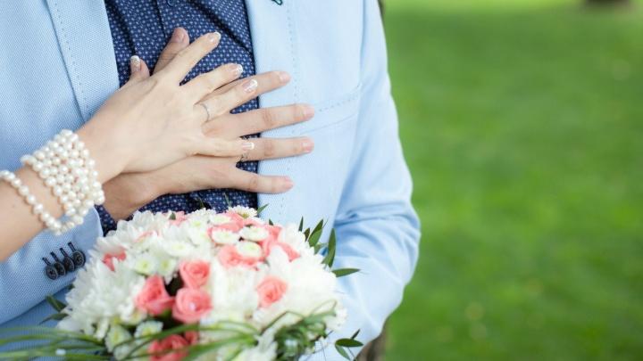 «Он называл нашего сына куском мяса»: истории ростовчанок, которые подали на развод