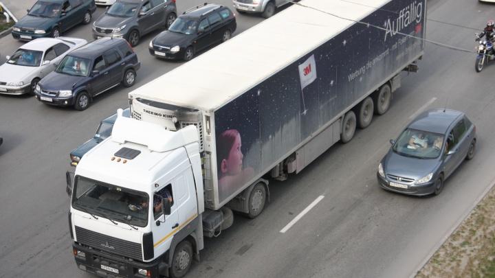 Водителям фур запретили портить асфальт на трассах в жаркую погоду