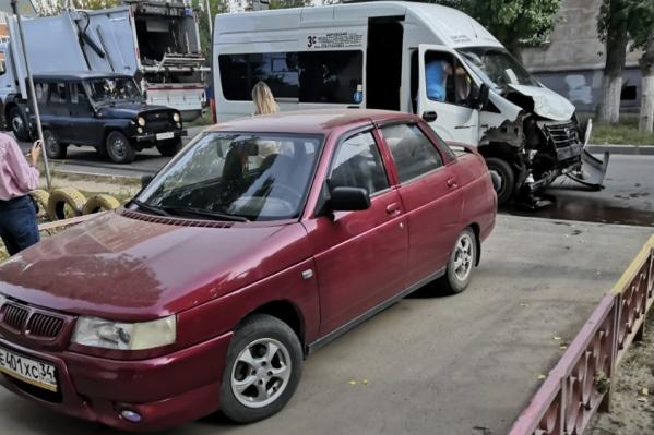 Авария случилась на улице Кузнецкой