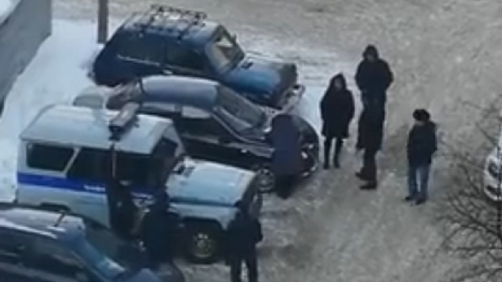 Уфимка поцарапала гвоздем 15 автомобилей на стоянке