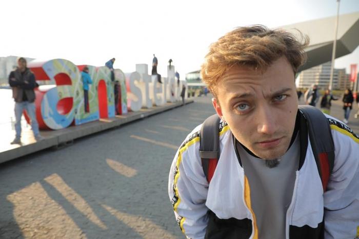 Антон Зайцев прогулялся по столице Нидерландов с сотней долларов в кармане