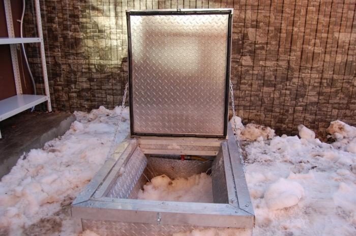 Рекордный снегопад: жители топят снег прямо во дворе