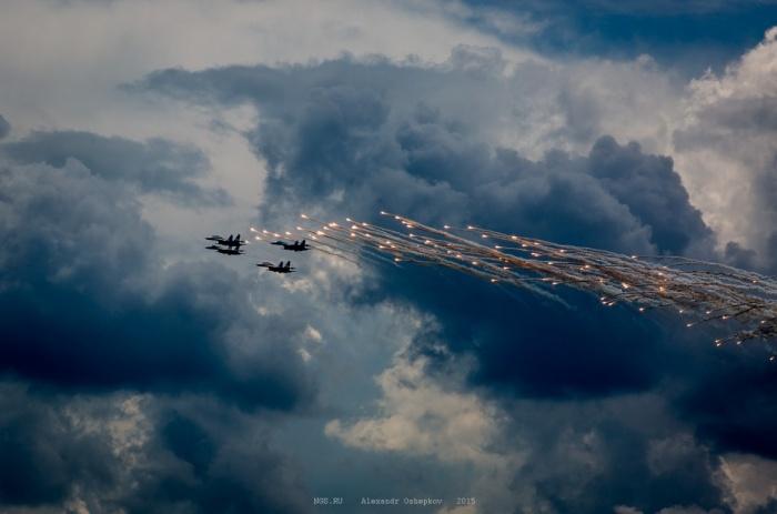 Пилотажная группа «Соколы России» на авиашоу в Мочище в 2015 году