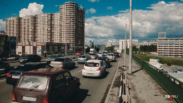 Тюменцам начислили транспортный налог на авто мощностью от 100 л/с. Считаем, сколько заплатите вы