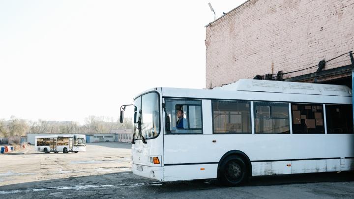 Лихачи на легковушках отправили в больницу пассажиров общественного транспорта