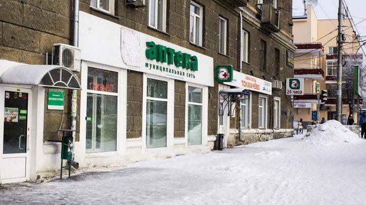 «Он не подавал признаков жизни»: новосибирец разбил голову, упав с лестницы возле аптеки
