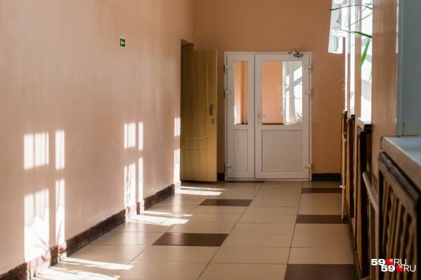 Сейчас школа № 34 пустует — все дети на карантине. Когда он закончится, учреждение продолжит работать в обычном режиме