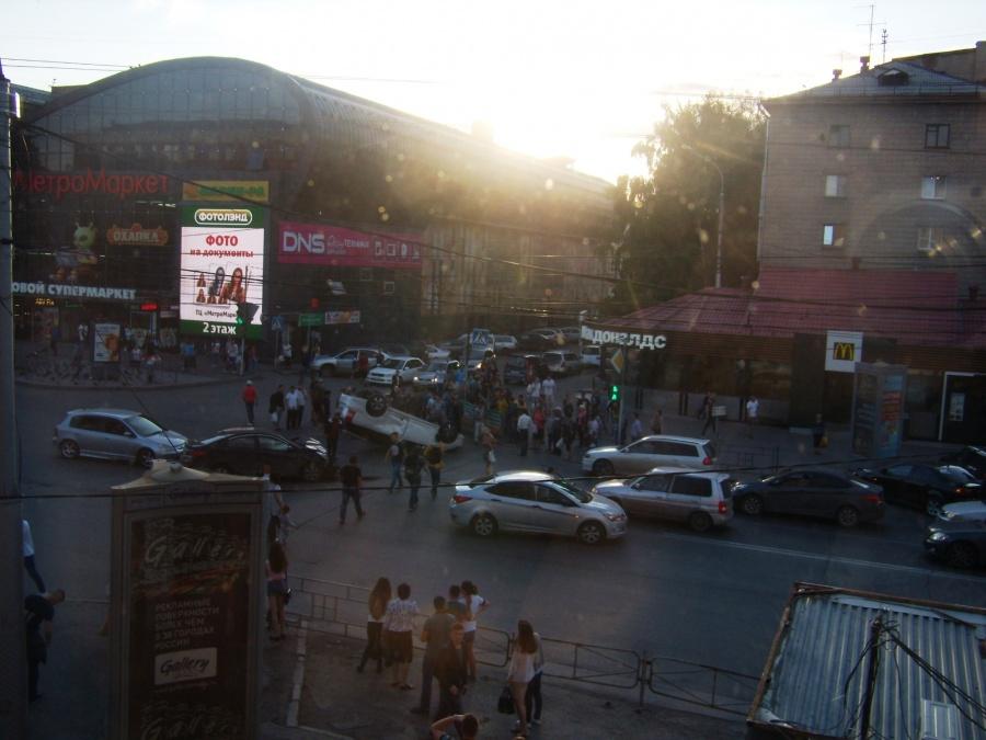 Размещено фото шокирующего ДТП вНовосибирске