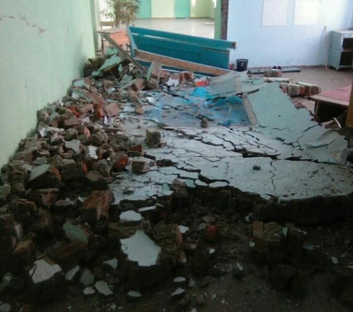 Стена в левом крыле первого этажа рухнула днём 28 марта