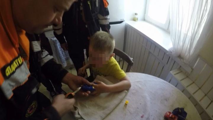 Засунул палец в дуло пистолета: как спасали четырёхлетнего малыша