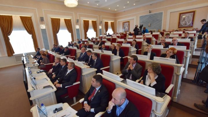Письменные наборы из дерева для областных депутатов обойдутся бюджету Поморья в 330 тысяч рублей