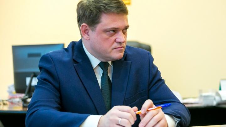 «Какие улицы? Сколько денег?». Главного дорожника Красноярска завалили вопросами про ремонт-2019