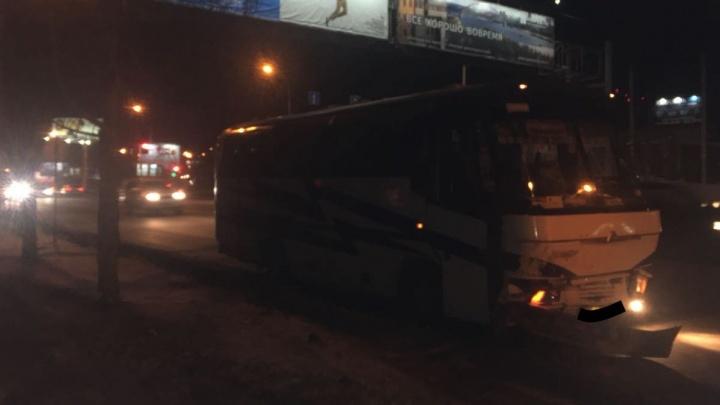 Автобус с отказавшими тормозами стал причиной массового ДТП в Октябрьском районе