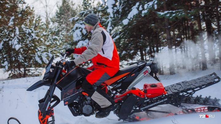 На чем ты ездишь: покорители сугробов из Тюмени собрали своими руками мощный зимний мотоцикл