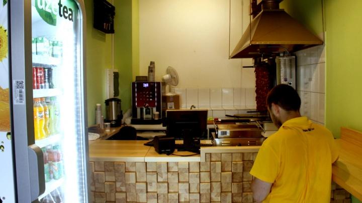 Старейшая шаурма Новосибирска снова открылась — в коридоре гостиницы