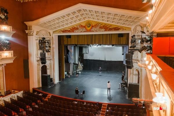 Уже в следующем году звук в концертном зале старинного ДК станет намного лучше