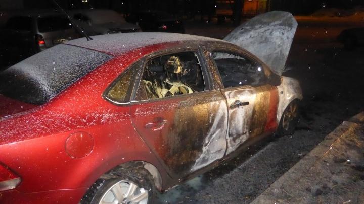За сутки по Красноярску сгорели сразу три иномарки