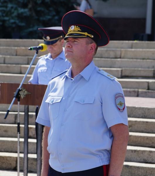 Генерал Сергеев провёл торжественный развод личного состава полиции