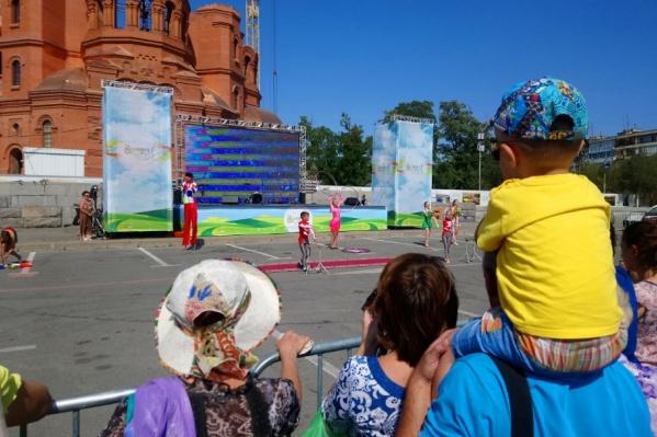 В Комсомольском саду, на площади Павших Борцов и мемориальном парке волгоградцев ждут народные гулянья