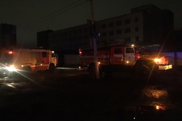 МЧС сообщает, что пожар удалось потушить с помощью огнетушителей