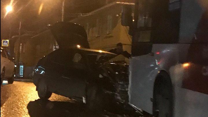 На уфимской улице столкнулись ВАЗ-2112 и «Нефаз»