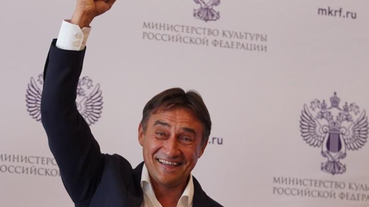 Волгоградец Камиль Ларин получил знак заслуженного артиста России