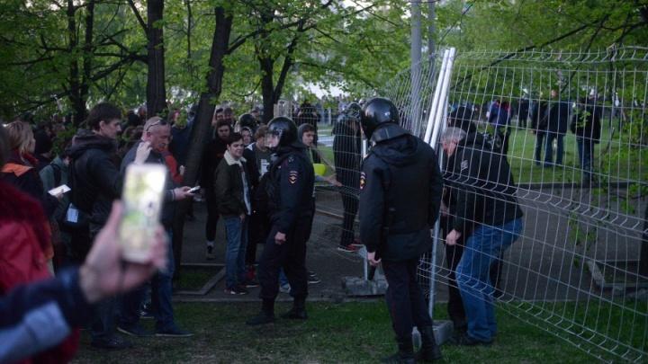 Екатеринбуржец оспорил штраф за участие в протестах в сквере у Драмы