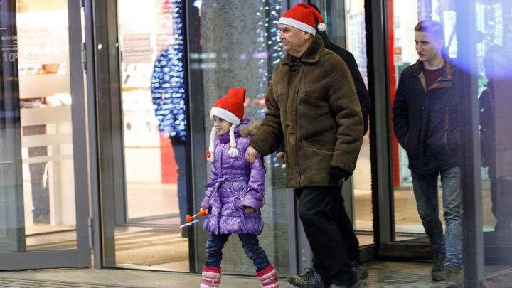 «Мягкая игрушка и коньяк»: статистики посоветовали волгоградцам экономные подарки на Новый год