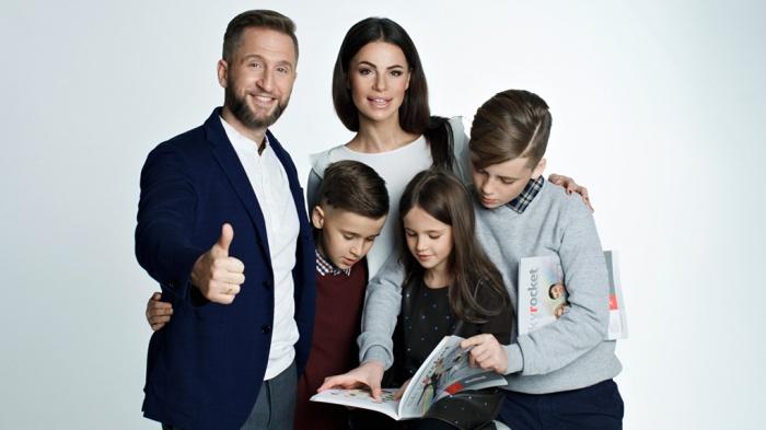 Теле- и радиоведущий, музыкант и актёр Оскар Кучера с семьёй