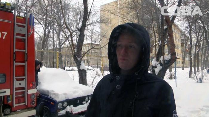 Никита Галанов вынес ребенка из квартиры