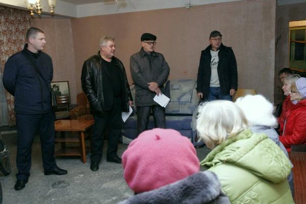 Леонид Поляков — второй слева