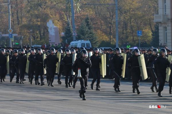 Бойцы ОМОНа провели спецоперацию на ростовском рынке «Алмаз»
