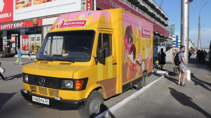 На новосибирских улицах появился «Мерседес» c мороженым