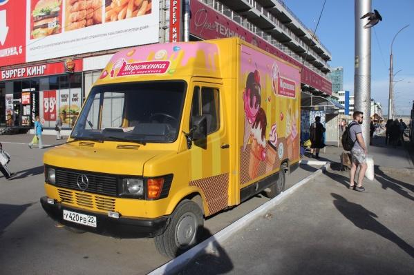 Фургон с мороженым на пл. Маркса