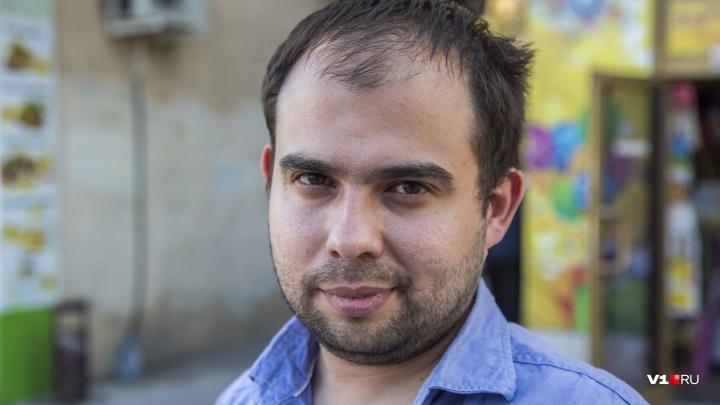 «Стыдно сбрасывать всё на жалких училок»: Александр Сайгин о переводе часов и вбросах на референдуме