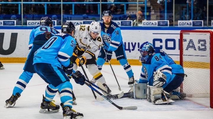 Год не задался: «Сибирь» проиграла первую игру на домашнем льду
