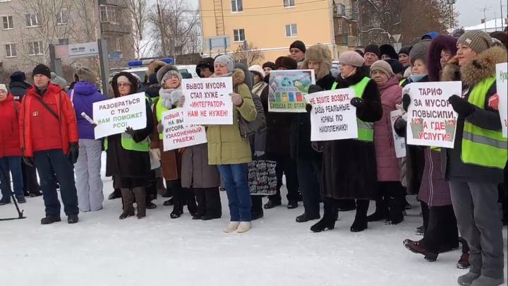 «Чтоб тариф не поднимать, надо меньше воровать!»»: онлайн с митинга против регоператорав Котласе