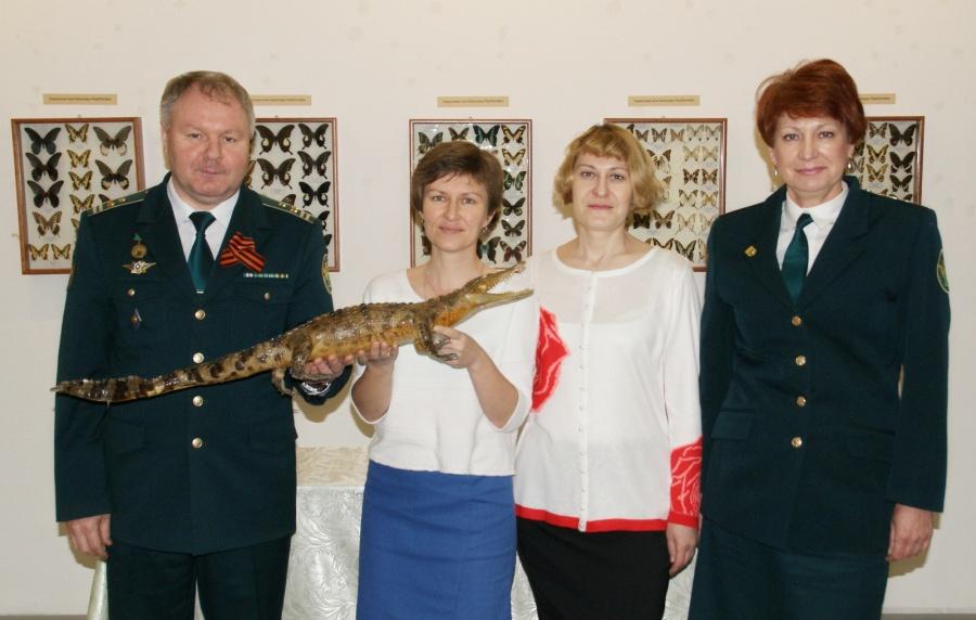 Сибирские пограничники передали вмузей изъятого крокодила