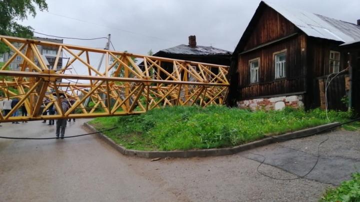 От нас хотят откупиться: жители разрушенных упавшим краном домов в Перми готовят иски к застройщику
