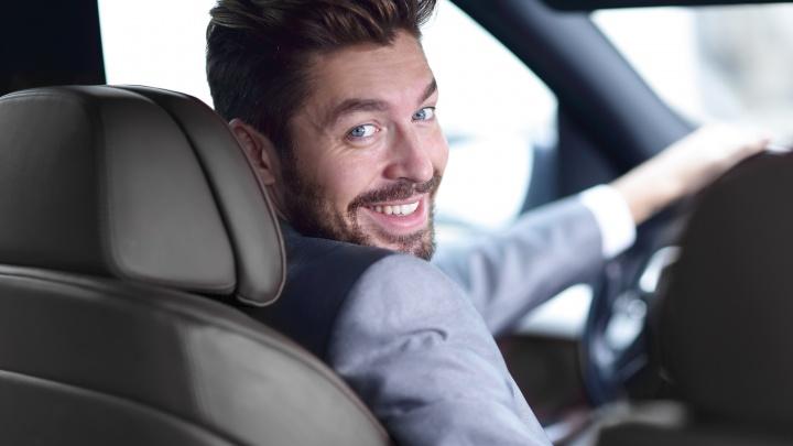 «Ты узнаешь его из тысячи»: «Яндекс.Такси» будет присылать пользователям досье водителя до поездки