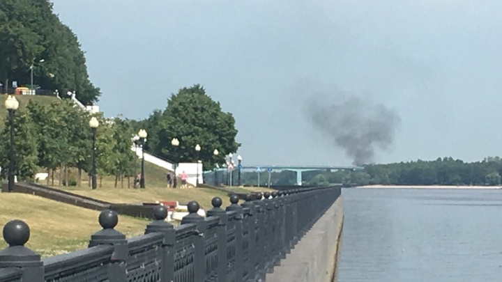 Чёрные клубы дыма из-за Волги: стало известно, что полыхает в Ярославле
