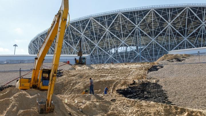 Укрепление размытого под «Волгоград Ареной» склона завершат к середине августа