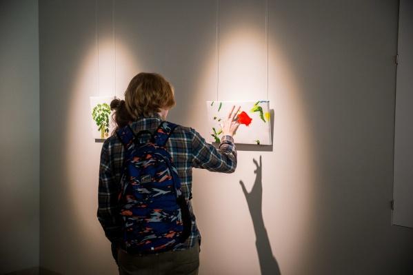 До начала торгов каждый лот можно было подробно рассмотреть на выставке в соседнем зале