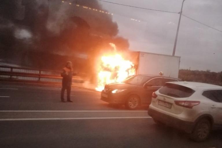 Кабина грузовика выгорела полностью
