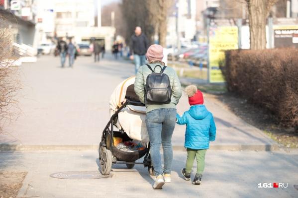 Молодым родителям на вещи для новорожденных надо потратить около 6,6 тысячи рублей
